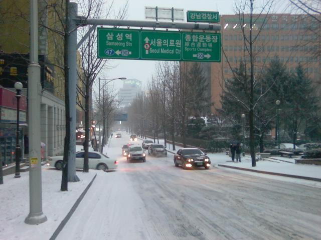 ソウル積雪数センチ