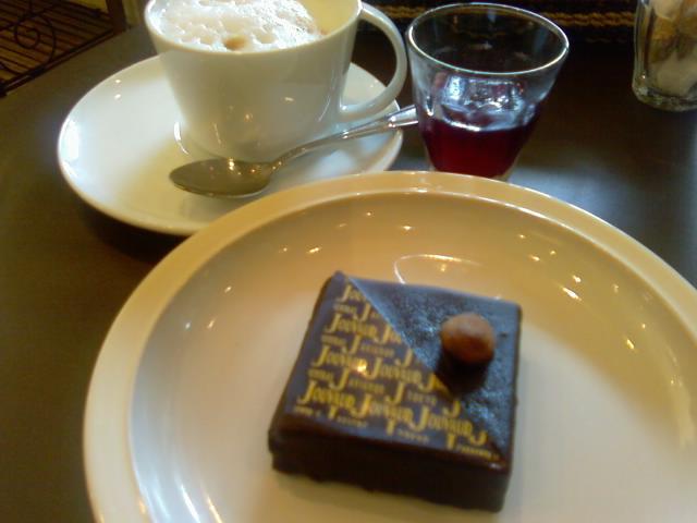 コーヒーとケーキとサングリア
